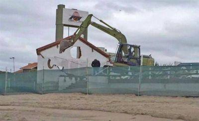 PINAMAR: Comenzaron a demoler 10 balnearios para recuperar espacio público en playas