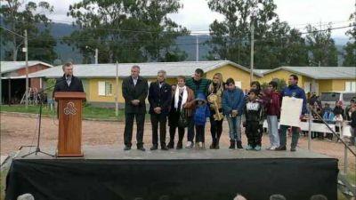 Macri entregó la vivienda mil de Ledesma