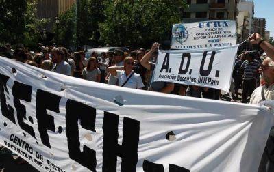 Universitarios rechazan nueva oferta salarial