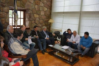 HAQUIM SE REUNI� CON LA INTERSINDICAL