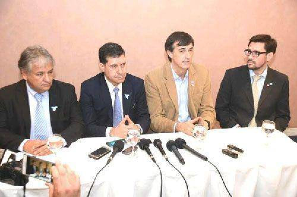 """Ministro Esteban Bullrich: vamos a respetar el federalismo"""""""