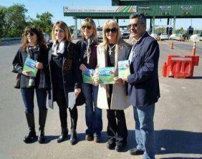 Diputados panfletearon en el peaje para que el gobierno de Macri los escuche