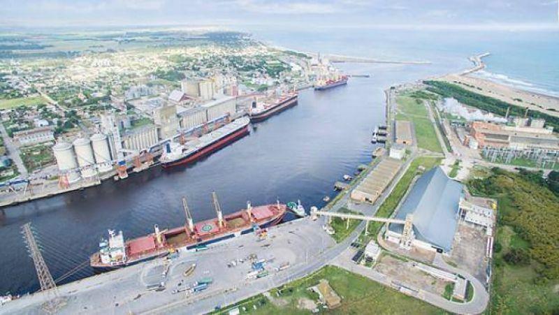 Una manifestación de camioneros bloquea el puerto de Quequén
