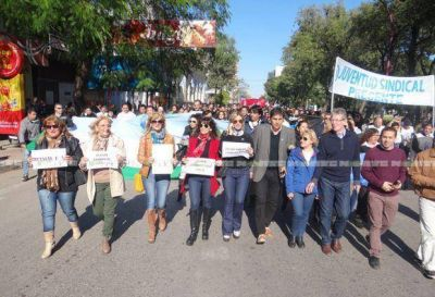 """Bajo el lema """"Todos por el Chaco"""", diputados marcharon en defensa de las obras de infraestructura"""