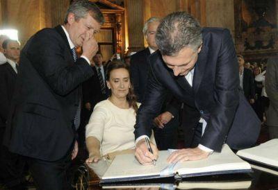 Macri vetó la ley antidespidos y le pegó al kirchnerismo