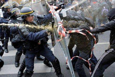 http://www.minutouno.com/notas/1487929-feroz-protesta-contra-la-reforma-laboral-francia-impactantes-imagenes