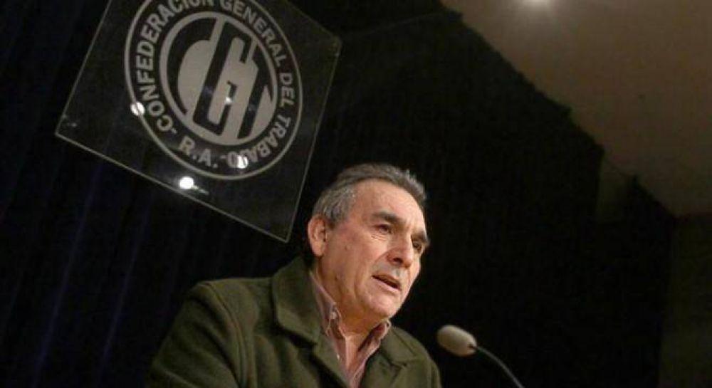 Schmid no descartó un paro general contra el veto de Macri