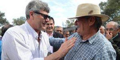 Buryaile brindó todo su apoyo a los agropecuarios en su visita a Formosa