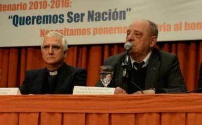 """""""Francisco no alienta a políticos"""""""