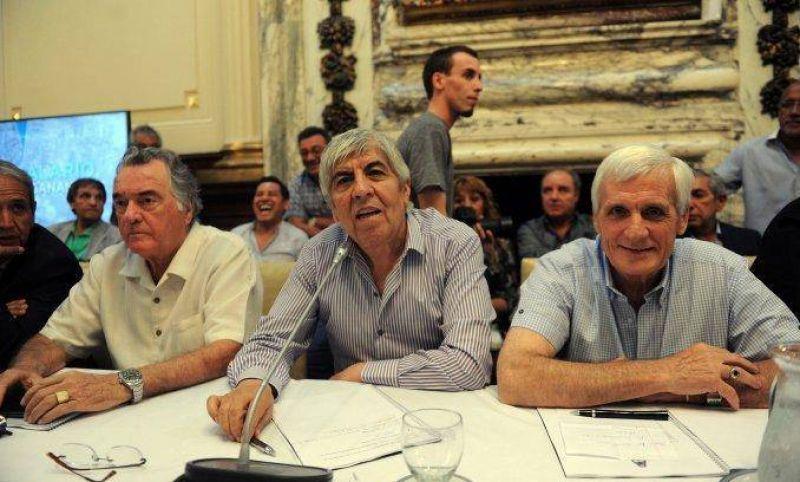 Las tres CGT desisten del paro general a cambio de fondos para obras sociales