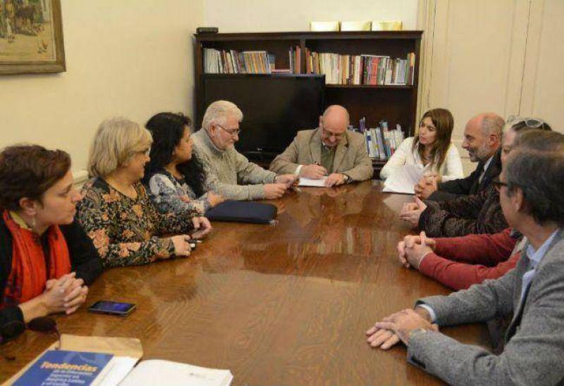 Paritarias universitarias: los 6 gremios firmaron un acuerdo por el 31%
