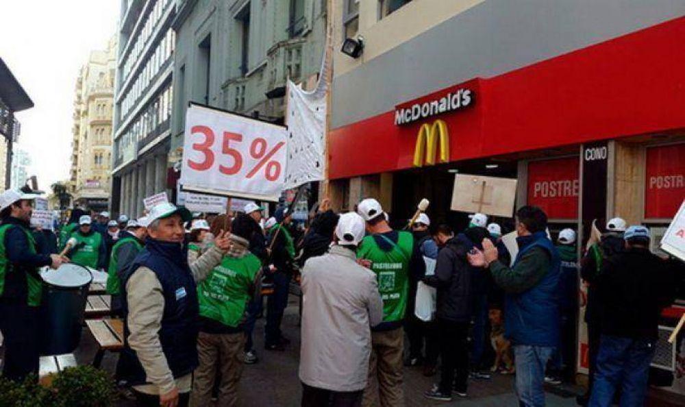 Pasteleros se movilizaron por media Mar del Plata ante la falta de acuerdo en paritarias