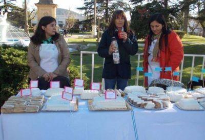 El locro, los pasteles y la torta le ponen sabor a la fiesta del 25