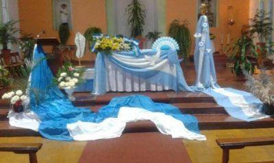 Sacerdote de Capioví decoró la iglesia de celeste y blanco