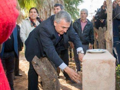 EL GOBERNADOR MORALES INAUGUR� EL SERVICIO DE AGUA POTABLE EN EL ACHERALF