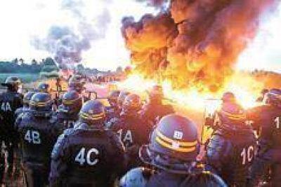 La ola de protestas pone en jaque a Hollande