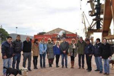 Tras recorrer el Puerto de Barranqueras diputados del PJ defienden su operatividad