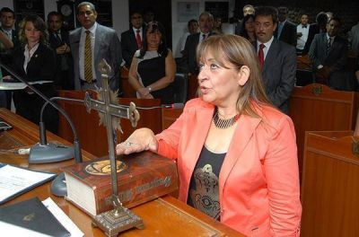Contin�an las cr�ticas al ministro de Educaci�n