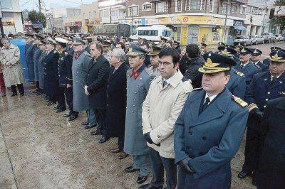 Linares: �Hoy en d�a el pueblo tiene que estar m�s unido que nunca�
