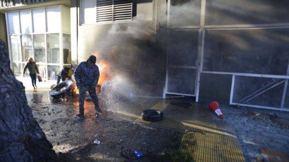 Santa Cruz: sube la tensión de las protestas por dos medidas económicas que impulsa Alicia Kirchner para enfrentar el déficit