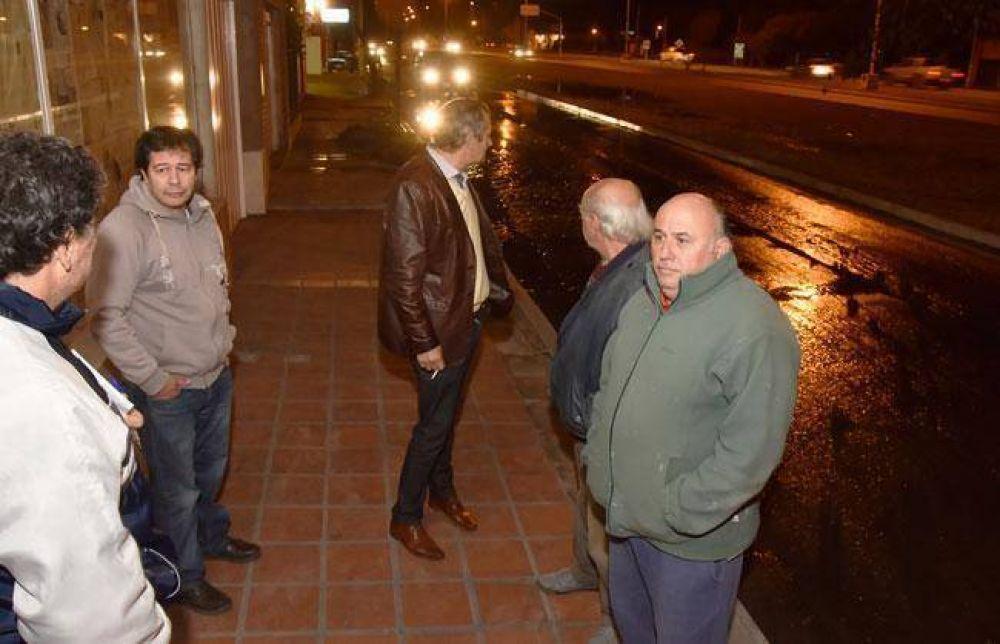 En Perón y Unanue colapsó un caño de desechos cloacales hace una semana