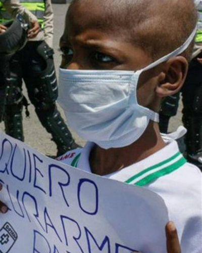 La muerte de un chico por falta de medicamentos indigna a Venezuela