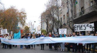 """Gilardi encabezó la movilización de los docentes: """"Le pedimos a Arroyo que gobierne"""""""