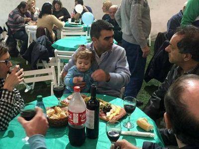 Scioli y Ugo festejaron el 25 de Mayo junto a los vecinos de Villa La Ñata