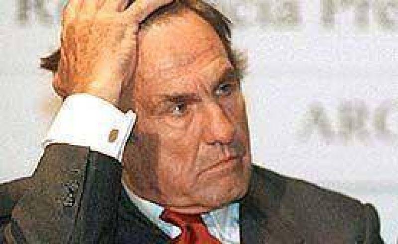"""Con un exabrupto, Reutemann denuncia operación K: """"Que se metan la candidatura en el c..."""""""