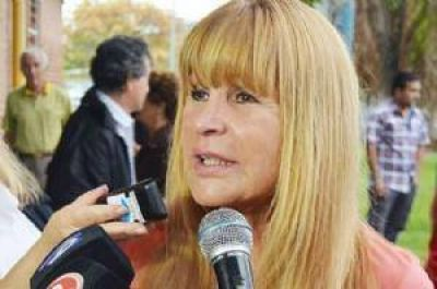 A�da Ayala contradice a la Provincia: El Puerto de Barranqueras no est� operable