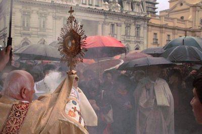 Santiago de Chile: emocionante procesión del Corpus Christi a pesar del mal tiempo
