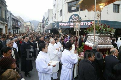 Multitudinaria procesión de Corpus Christi en Salta