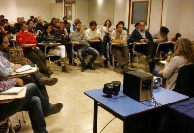La Municipalidad de Ushuaia expuso proyecto urbanístico en la UNTDF