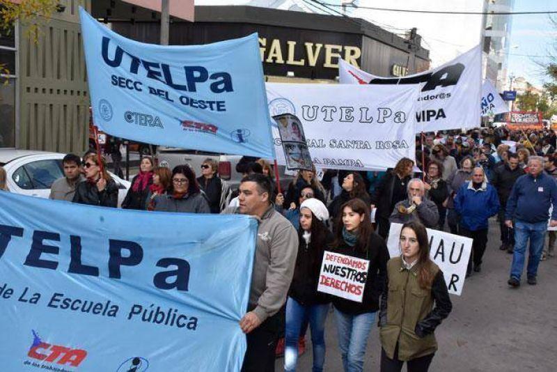 UTELPA adhirió a la protesta del 2 de junio con una concentración en la Plaza