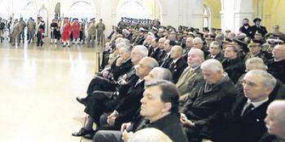 Macri equiparó suba a militares con la de estatales