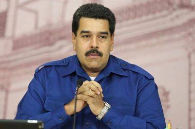 Militares chavistas atacan a Maduro