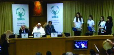 Frente al Papa Francisco jóvenes chascomunenses de la Orquesta Escuela interpretaron un tema musical