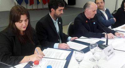 La Defensora del Pueblo participó de la firma de un convenio con ANSES