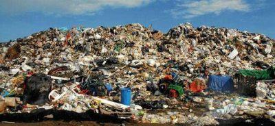 Sobre basureros entre Saldungaray y Sierra de la Ventana