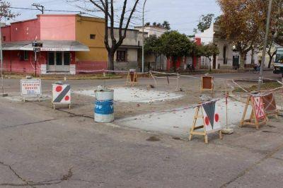Hay tareas de bacheo con hormigón en varios lugares de la ciudad