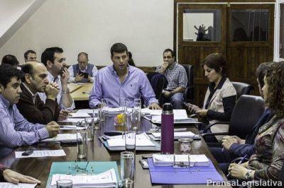 Buscan tratar Ley de Aguas y la protección de Península Mitre