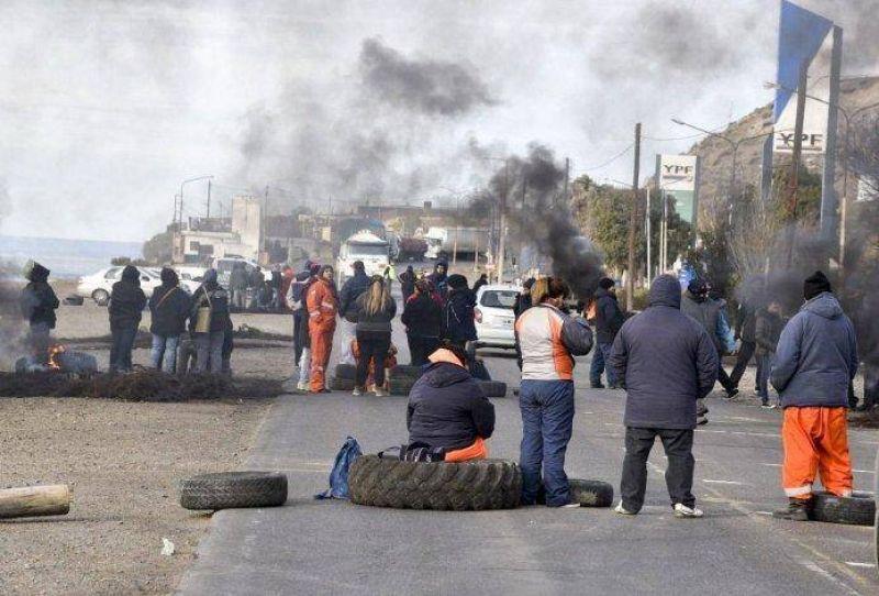 M�xima tensi�n al reanudarse piquete de municipales en ruta