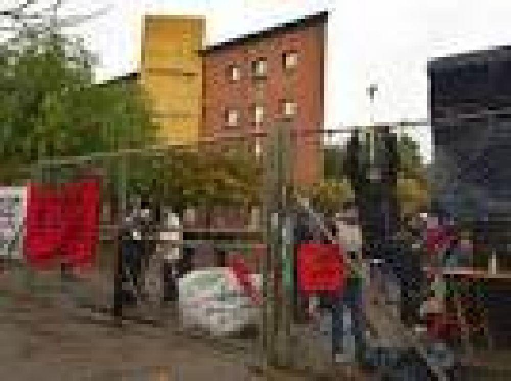 Docentes bloquean el ingreso al Consejo de Educación de Neuquén