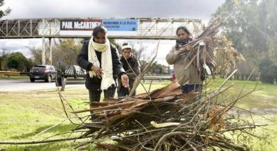 Fuerte cruce entre el gobierno de Vidal y Barrios de Pie por comida para los comedores