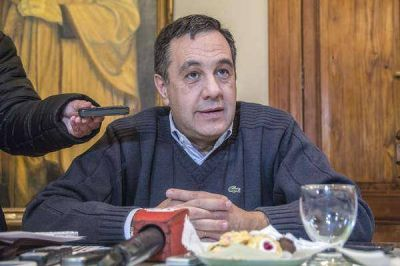 """Finocchiaro: """"Un alto grado de las escuelas de la provincia no están bien"""""""