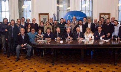 Intendentes y legisladores K, juntos para combatir las crisis en sus municipios