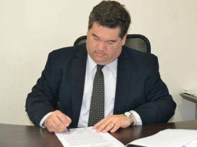 El intendente Nedela firmó el decreto para remover a funcionarios