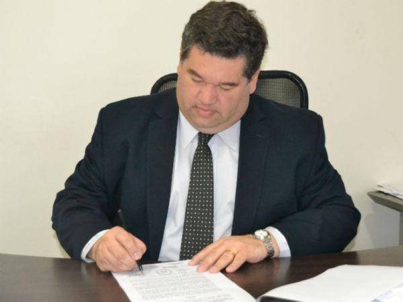 El intendente Nedela firm� el decreto para remover a funcionarios
