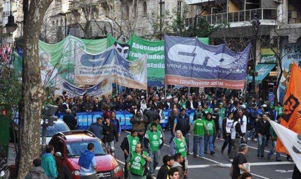 Las dos CTA realizarán una marcha contra los despidos y el tarifazo
