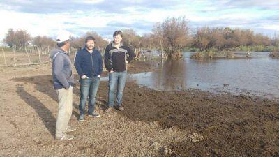 Atuel: largaron agua de golpe y se inundan los puestos